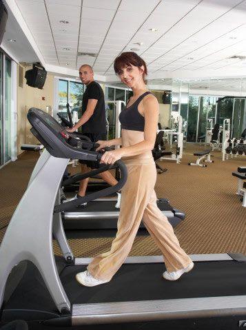 2) Bir günde spor yapmak amacıyla ortalama kaç dakika hareket ediyorsunuz... a) 10 dakikadan az b) 10–20 dakika c) 20–30 dakika d) 30 dakika veya daha fazla